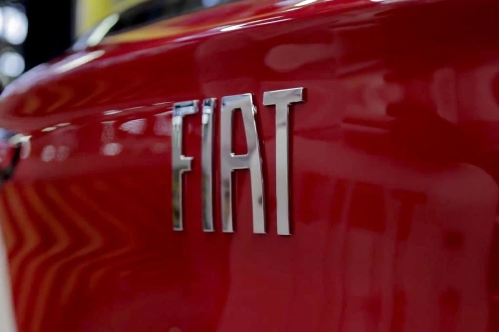 Fiat and Esselunga gift 1520 Fiat 500s; create record!