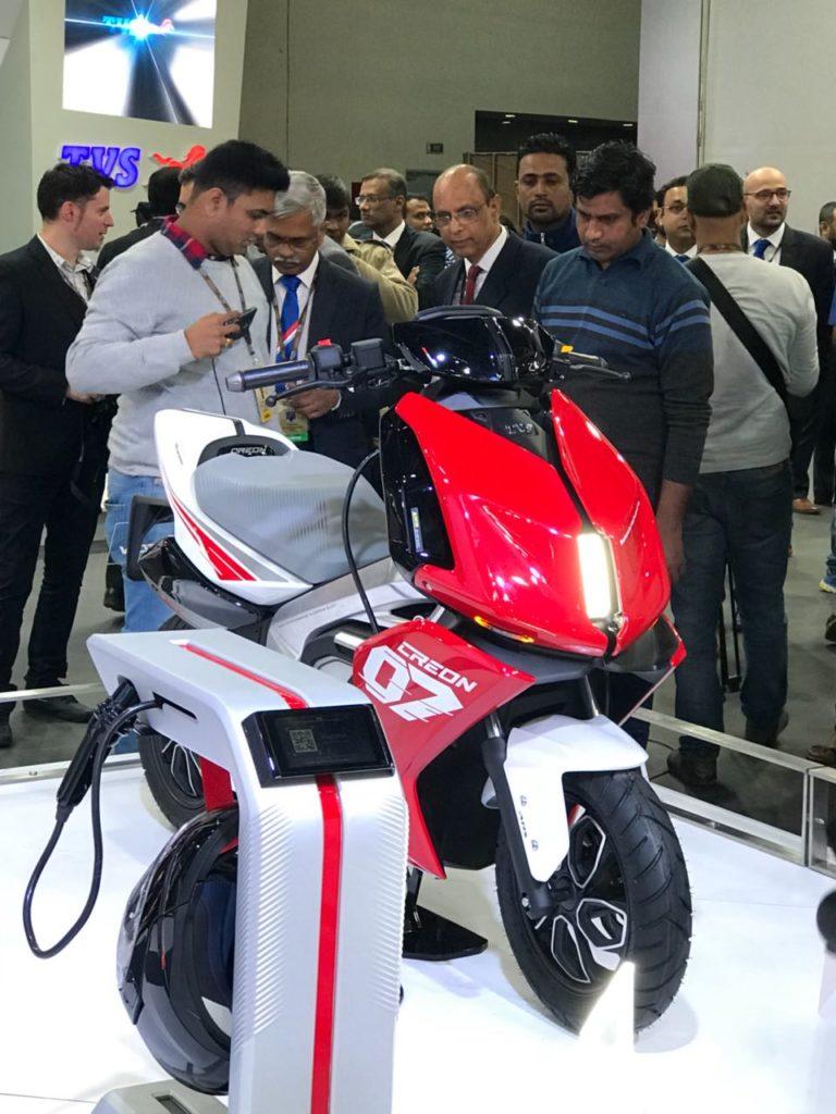 Auto Expo '18 : TVS unveils the CREON, its futuristic E-Scooter