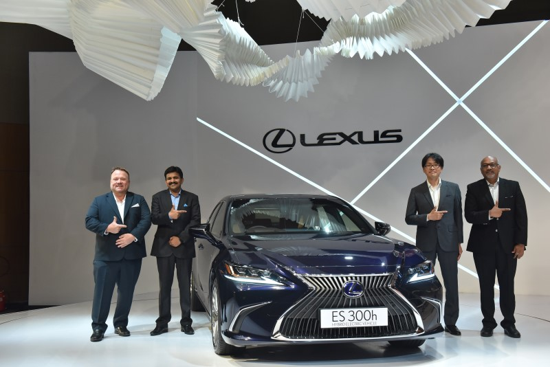 Launched – 7th Generation Lexus ES300h Launched in India at Rs. 59.13 Lakh