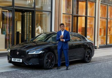 Jaguar Racing's Mitch Evans races across London to see James Bond movie 'No Time To Die'